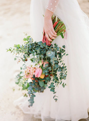 come si porta il bouquet da sposa