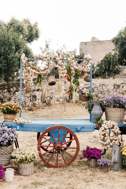 Steet market for wedding aperitif in Puglia