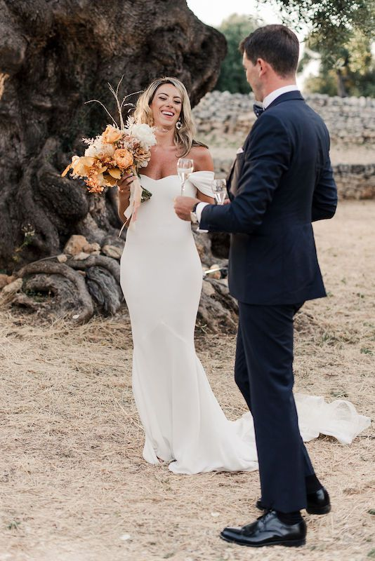 Bride and groom in the Apulian countryside