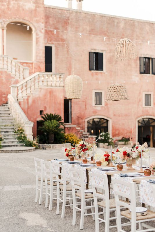 Eclectic floral decorations for a wedding in Puglia