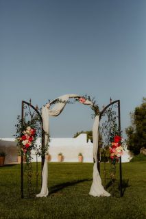 vintage arch for ceremony