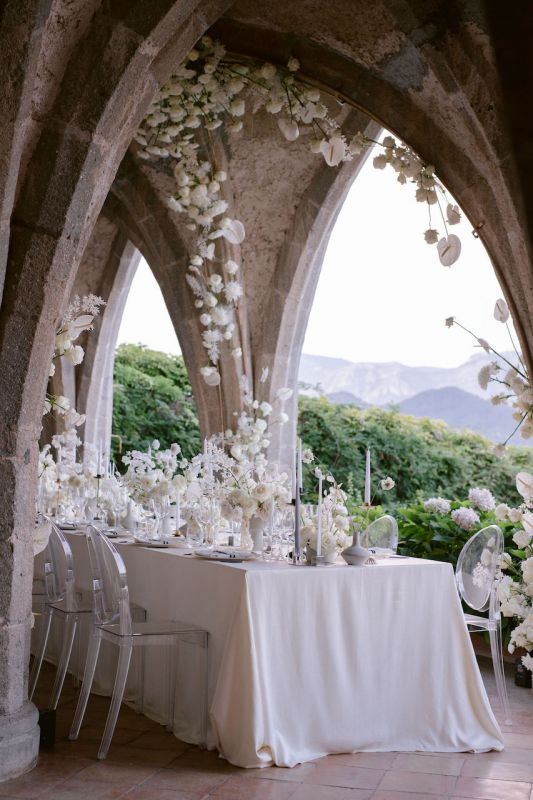 Modern wedding flowers in Amalfi coast