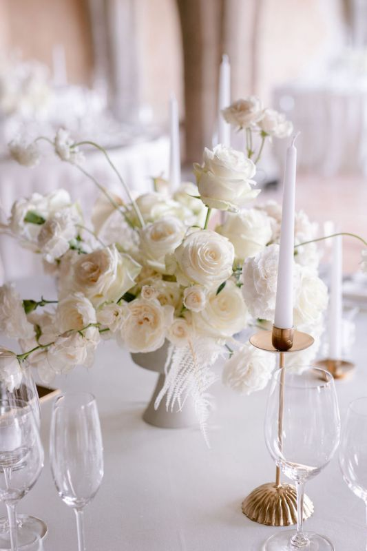 Centerpiece with white flowers for round table
