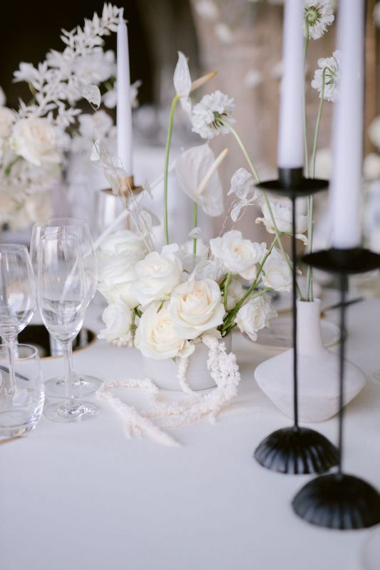 Black candle holders for modern wedding design