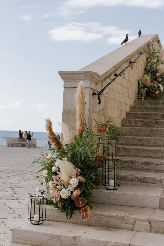 Floral arrangement for the most beautiful church in Puglia for wedding with sea view