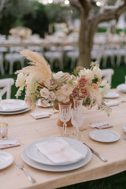 Centerpiece with flowers and pampas