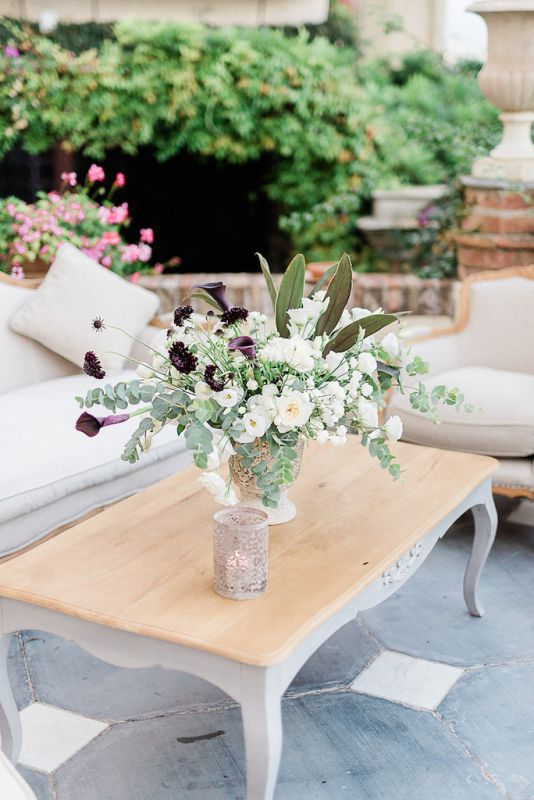 Coffee table arrangement