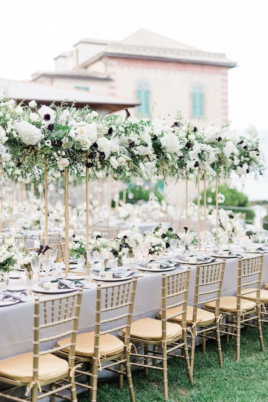 Suspended flowers for luxury table