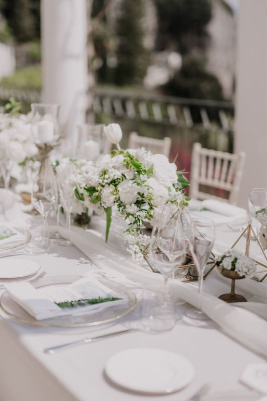 long table centerpiece with baroque details