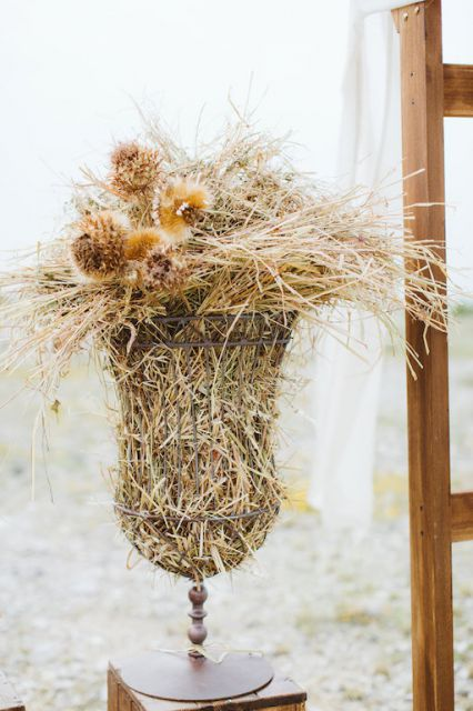 dry flowers and straw for wedding decor