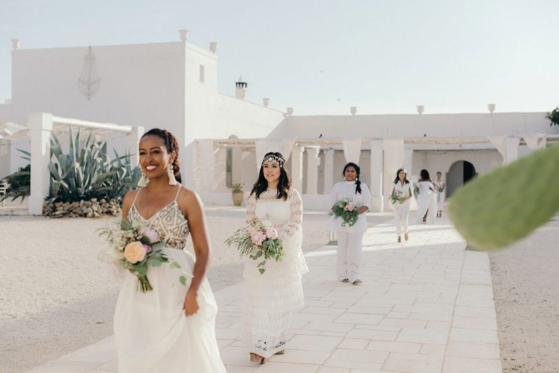 Bridesmaids bouquet matched with the bridal bouquet. Location, Masseria Potenti