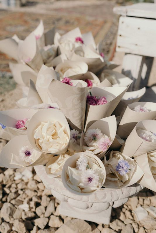 Damask paper chones for ceremony