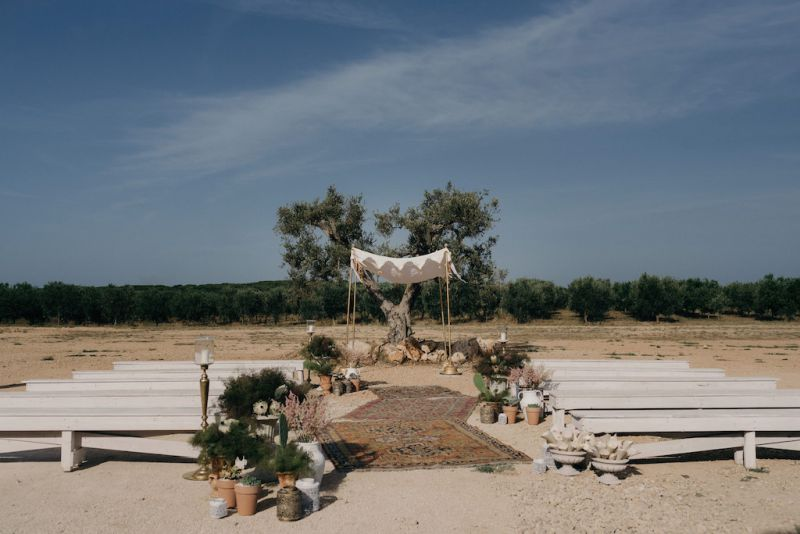 Wedding at Masseria Potenti, Apulia. Decorations and cuppah in bohemian style