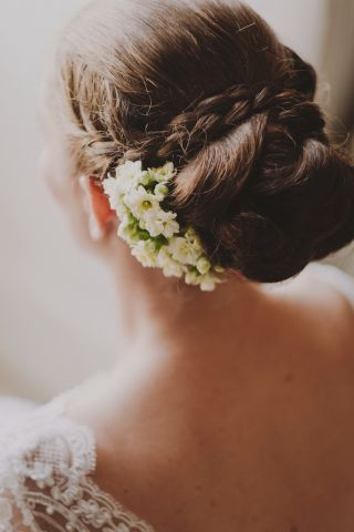 Flowers for the hair of the bride