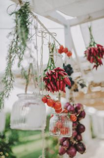 chilli peppers decoration for apulian style wedding